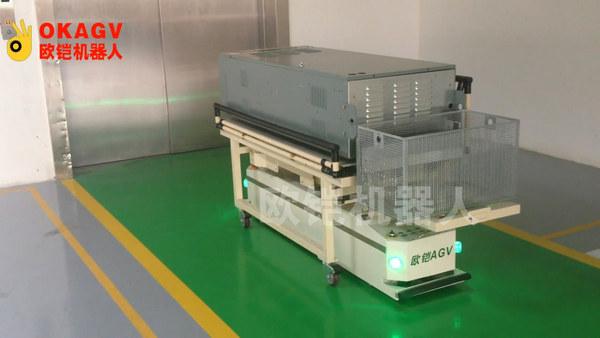 欧铠研制业内第一台激光双向潜伏AGV问世