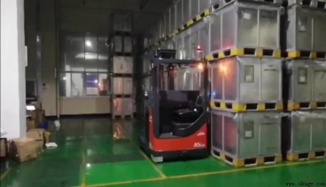 欧铠高位激光叉车现场取料应用视频