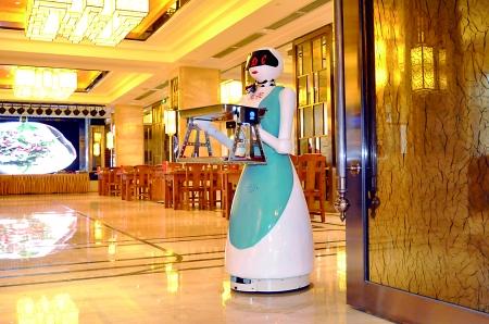 """渝北:欧铠餐厅机器人改行当""""丘二"""" 多才多艺"""